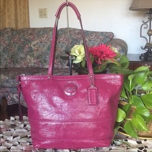 Coach Patent Leather Signature Handbag(FIRM)